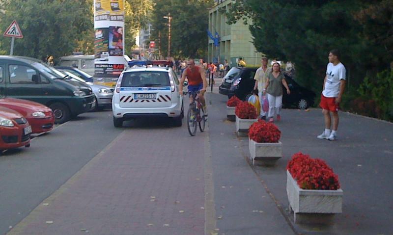 Kerékpáros rendőr