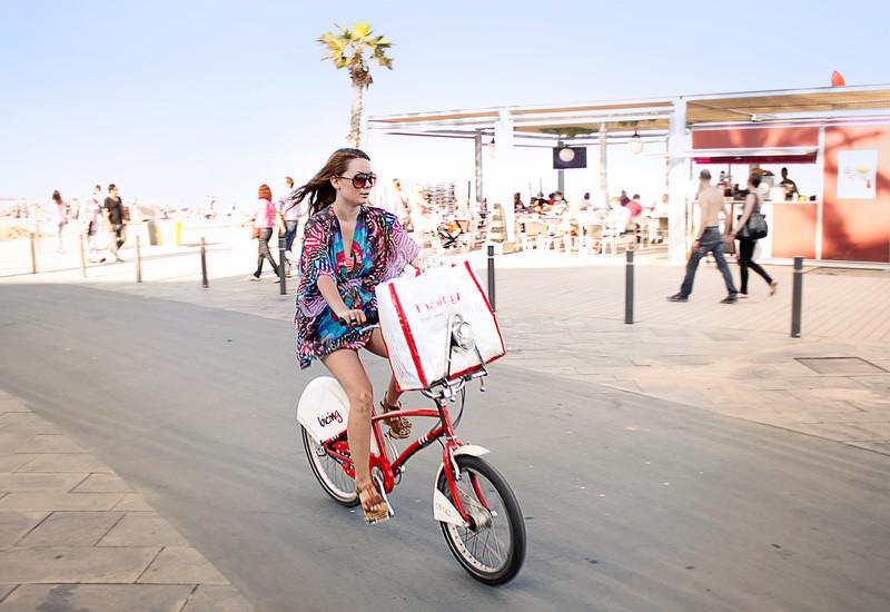 Barcelona - Bicing, stílusos arcok nyeregben