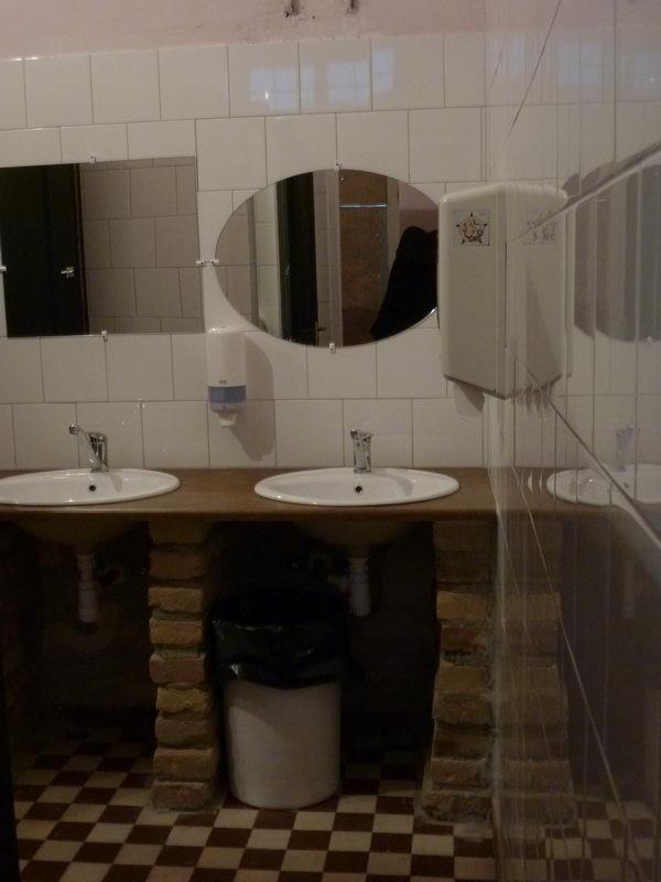Még egy mosdó