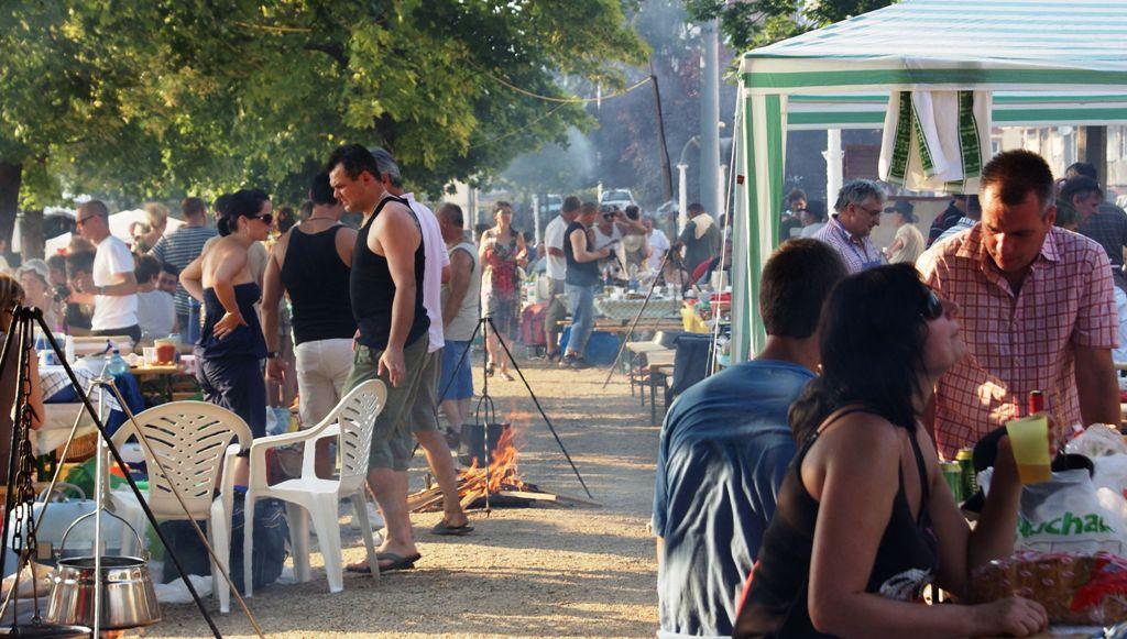 Baja 2011 Halfőző Fesztivál - a H szektor. Tűzgyújtás 18,10-kor