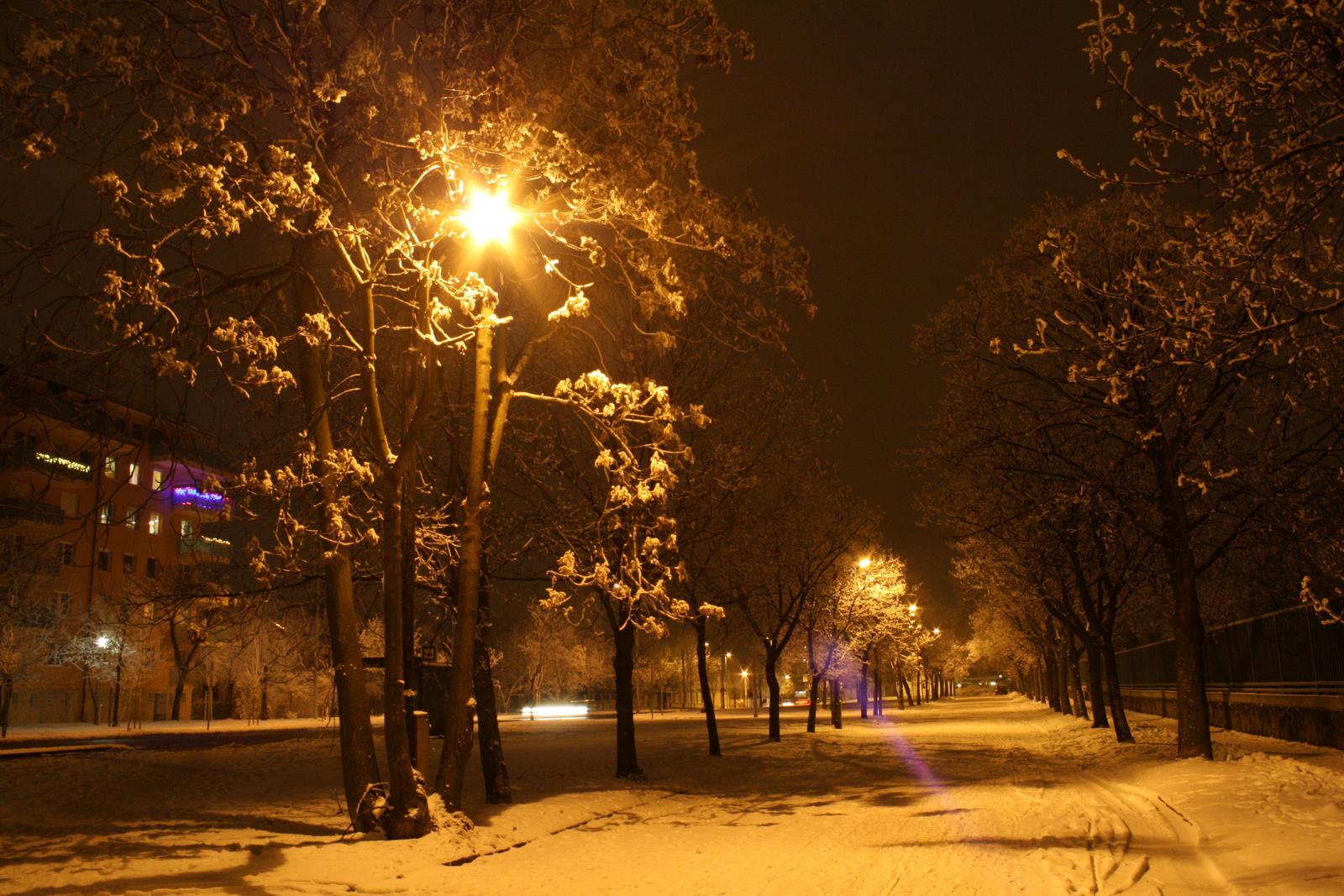 Zsákutca a hóban,lámpával...
