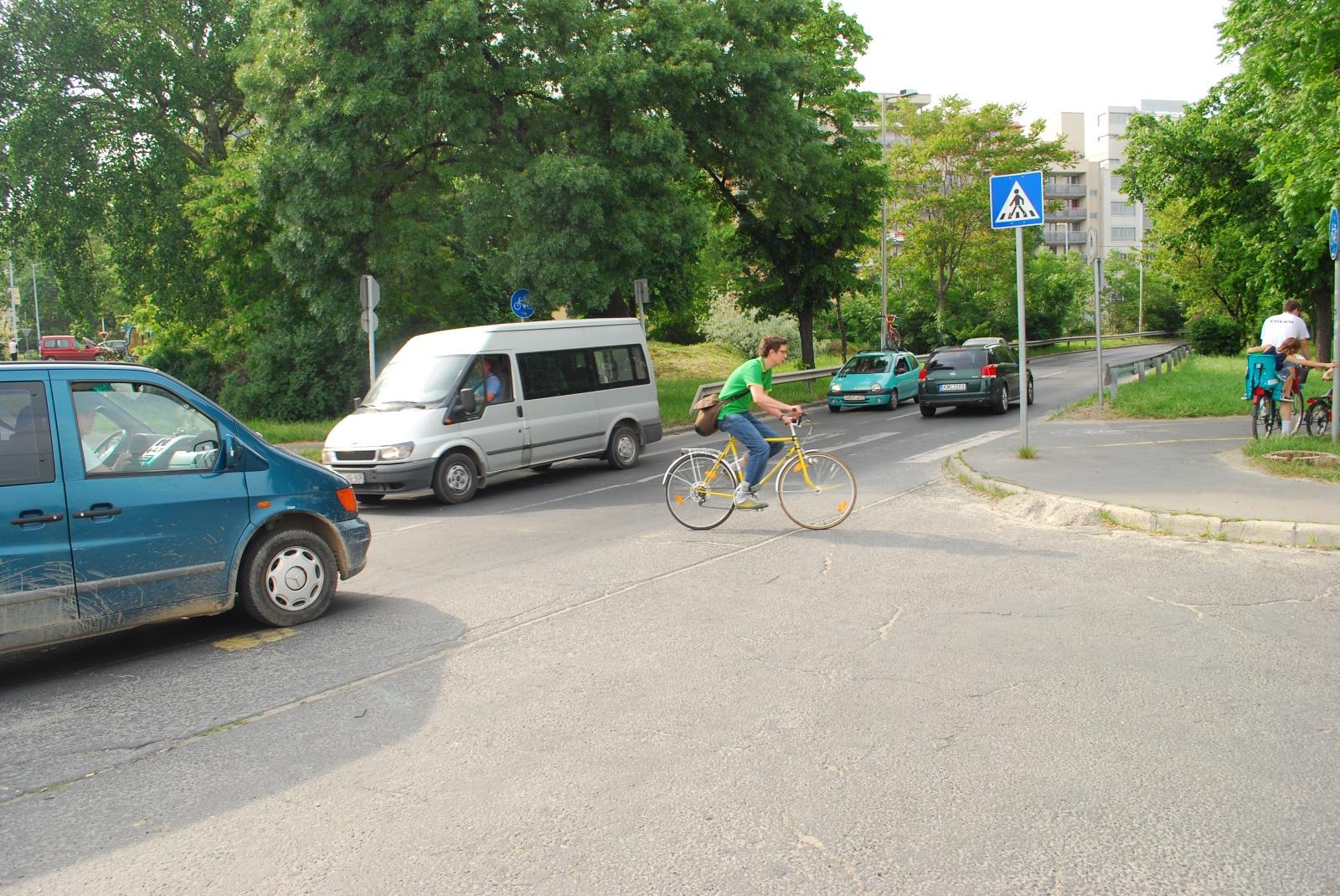 DSC 4738 Ő még nem tudja, hogy a Mercedes furgonokkal nem szabad